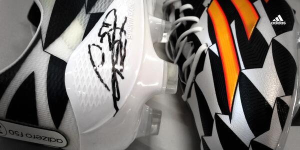 Retweet and Follow for a chance to win a pair of Battle Pack #f50 signed by @GarethBale11. #allin or nothing. http://t.co/Nw6ip3LJlt