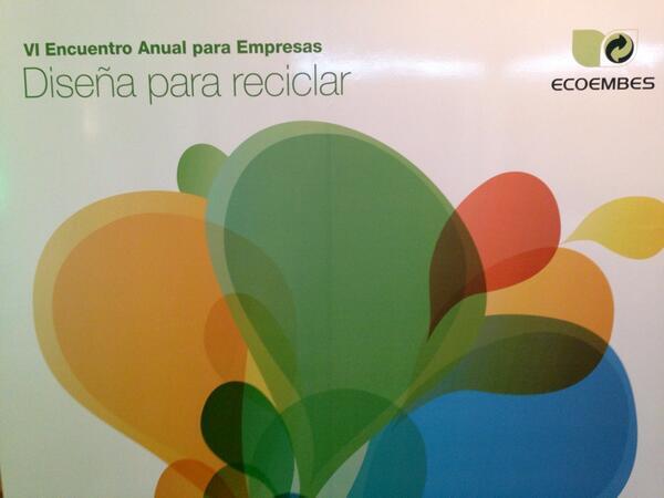 """En el encuentro """"Diseña para reciclar"""" de @ecoembes en IED Madrid aprendiendo sobre #ecodiseño y reciclabilidad http://t.co/UGqSwyFriN"""