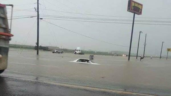 #turnarounddontdrown y'all! RT @WAFBweather: Flooding pic from truck stop in Lutcher - http://t.co/tK2TYRHgsT http://t.co/seW1iFGgkj