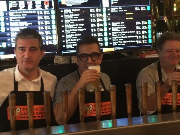A @Buenafuente aún no le hemos contado que no venía a tomar cañas, que venía a ponerlas! :D #CervezaPaTós en @biercab http://t.co/O553ey4XLH