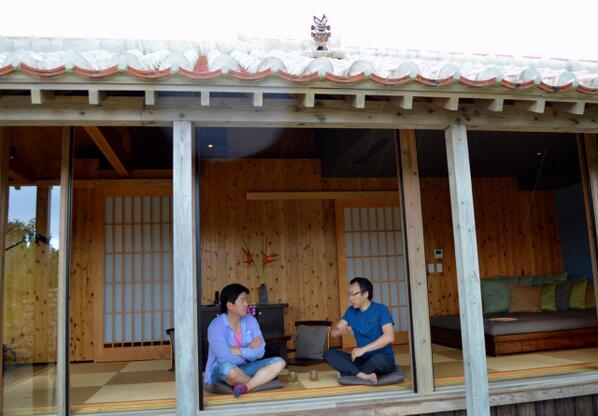 堀江貴文さんが星のや竹富島に来てくれました。沖縄の離島まで来るとお互いに他の予定がないので会話の密度が高くなります。いつも勉強になるのですが、今回は旅行関連のITテクノロジーがいかにスマホ中心になってきているかを実感しました。 http://t.co/uf4eqkOA1j