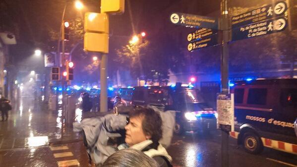 Pocas furgonetas, como decían los medios. #EfecteCanVies http://t.co/mIjObAuHfw