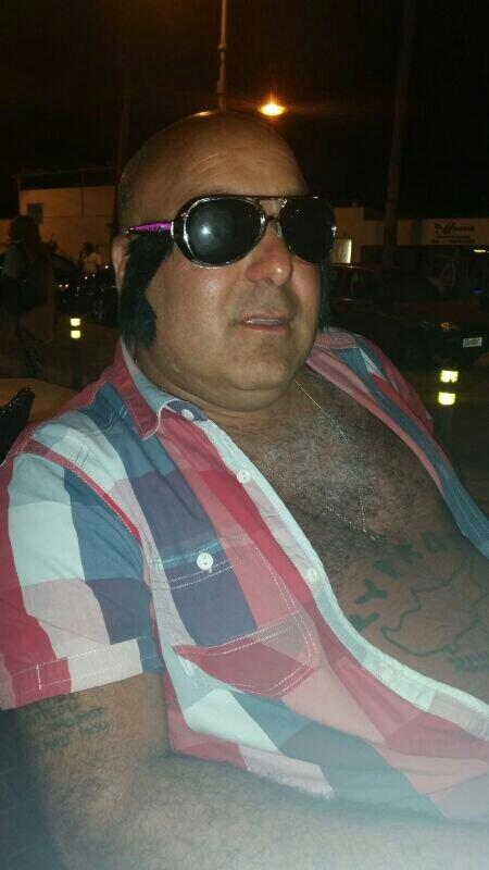 Going undercover so i dont get recocnized ....can covrr the belly cos its sunburnt http://t.co/ATxblakmCI
