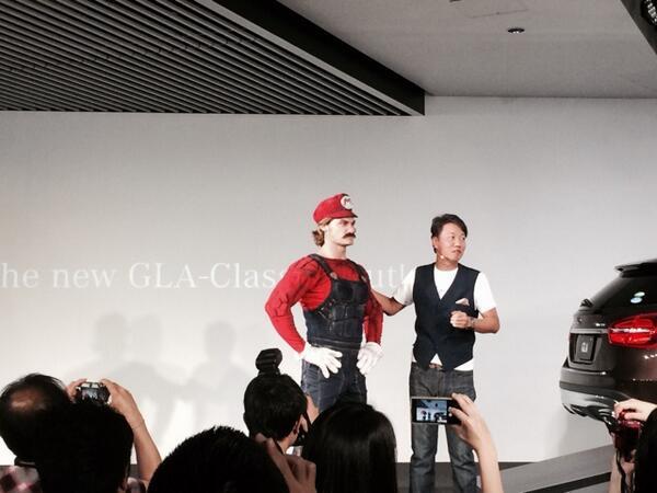 メルセデスベンツGLAの発表会スタート! いきなりテレビコマーシャルのキャラ、マリオが登場w http://t.co/NKLcU0JGUl