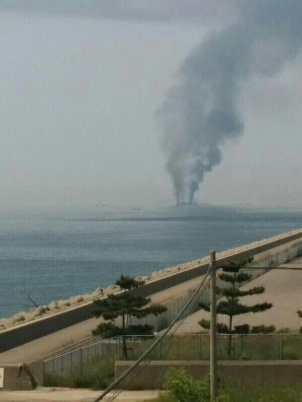 第五管区海上保安本部に入った連絡によりますと、29日午前9時20分ごろ、兵庫県姫路市の姫路港の沖合で航行中の船から「近くを航行していたタンカーが爆発して黒い煙が出ている」と通報がありました。 http://t.co/8GZ4BErTGS