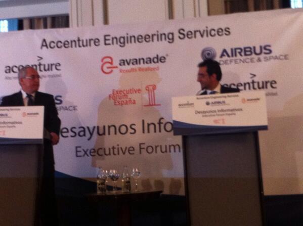 """Domingo Ureña de @airbusds el duopolio Airbus y @Boeing está desapareciendo @AccentureSpain """" @Julio_J_PRIETO http://t.co/KL0CT3dJBS"""