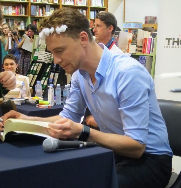 how to write fan mail to tom hiddleston