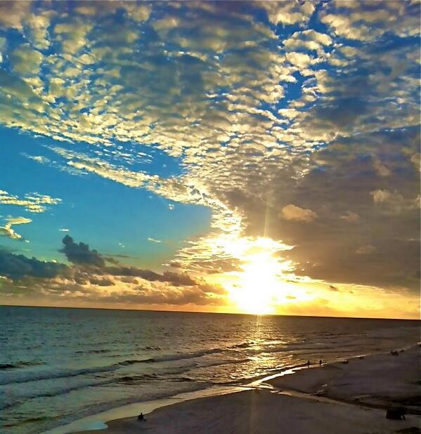 Sun rise pic Goo ! (^o^) RT @streetSinger9 Good Morning Friends & Acquaintances… http://t.co/Zbr6v49YSM