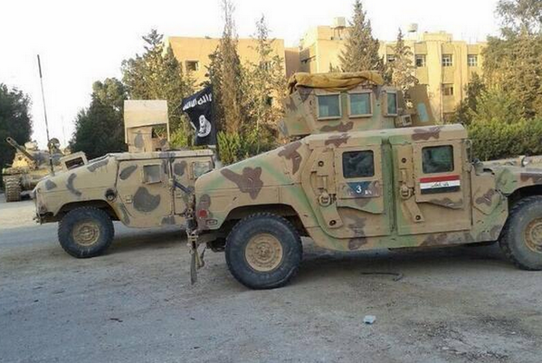 Here are some more HMMWVs (Humvees) that you paid for... now flying the al-Qaida flag #iraq http://t.co/oUg7S6juNS