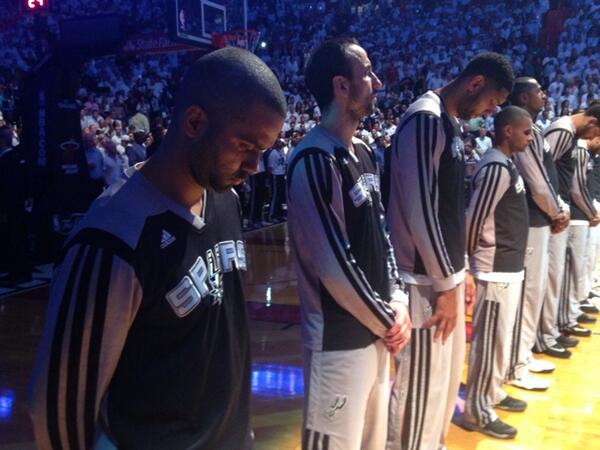Tony Parker and Spurs teammates ahead of Game 4 [via @NBA]