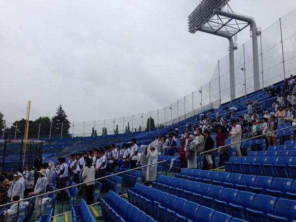 【速報】第63回全日本大学野球選手権大会の2回戦、慶應義塾大学に3-1で見事勝利!やりました!!皆さま雨の中応援ありがとうございました。#神大 #神奈川大 http://t.co/AGyj5T9Iw6