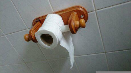 Hate it when people put toilet paper the wrong way. http://t.co/nI2wYxpYUM