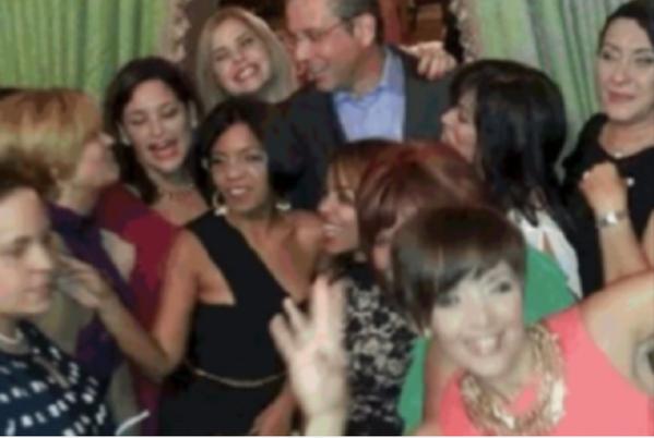 EXCLUSIVA: Baile, botella y baraja en la Fortaleza en medio de la crisis @notiuno http://t.co/gCiRbvLsMW http://t.co/BV1heCK26I