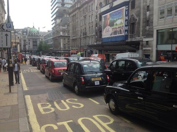 Just my luck, waiting in Trafalgar Square no taxis ... Then suddenly 5000 turn up. http://t.co/a3XkenqYhW