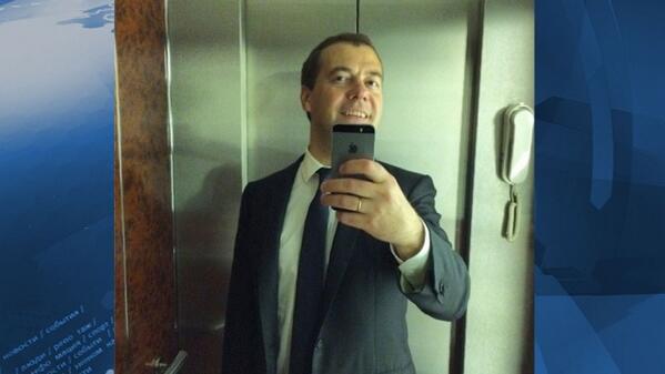 «По заявкам»: Медведев сделал «селфи» в лифте по просьбам подписчиков в Instagram http://t.co/veNaKKcGik http://t.co/tH8r6JWuvQ
