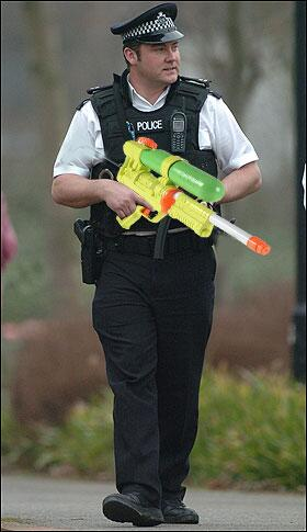 Metropolitan Police seek approval from Home Secretary, Theresa May to use Supersoakers. http://t.co/qjQAdEhJQl