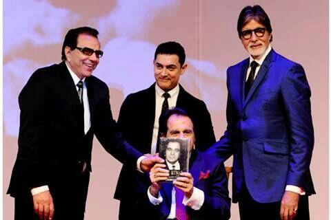 Amitabh Bachchan, Dharmendra & Aamir Khan unveil Dilip Kumar's Biography at an event #Mumbai @SrBachchan @aamir_khan http://t.co/mT0atZl8aw