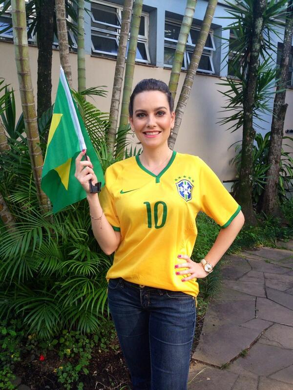 LUIZA ZANCHETTA (@LuizaZanchetta): Porque não basta torcer, tem que ACREDITAR!!! Vamos que vamos Brasil!!! #ohexaénosso #vaitercopa http://t.co/fZKrxT21ns