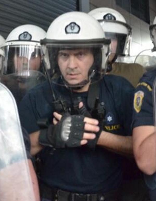 Λεπτομέρεια θα πείτε κ υπουργέ @Vkikilias αλλά προβλέπονται γάντια-σιδερογροθιές όπως αυτά του διμοιρίτη των ΜΑΤ; http://t.co/cTuAiY7Iz3