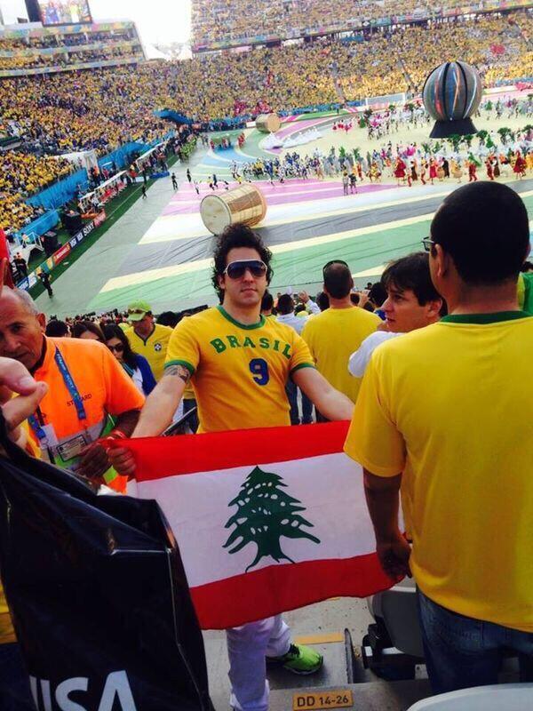 العلم اللبناني في إفتتاح كأس العالم في البرازيل... #Brazil  #WorldCup #Lebanon http://t.co/yfIaAE0cfR
