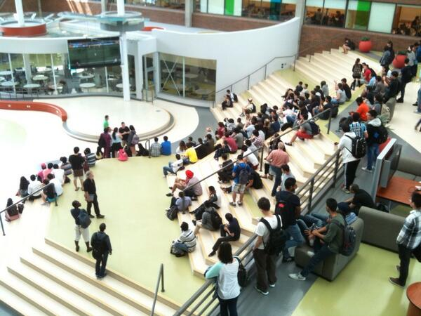 Lots of students watching FIFA #WorldCup2014 at our #NewWest campus. Big cheers as Brazil scored to take 2-1 lead. http://t.co/Y08LR8pDGJ