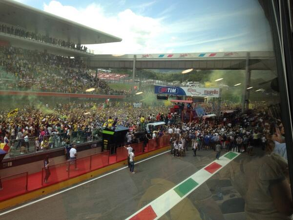 Rossi mania at podium. Imagine if he'd won!!! http://t.co/G7SSwGJ5uQ