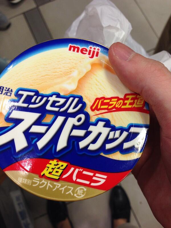 ไอติมวนิลา หร่อยโพด 95 เยน (30บาทไทย) เต็มถ้วย หร่อยกว่า Swensen's http://t.co/kccpOIaUIg