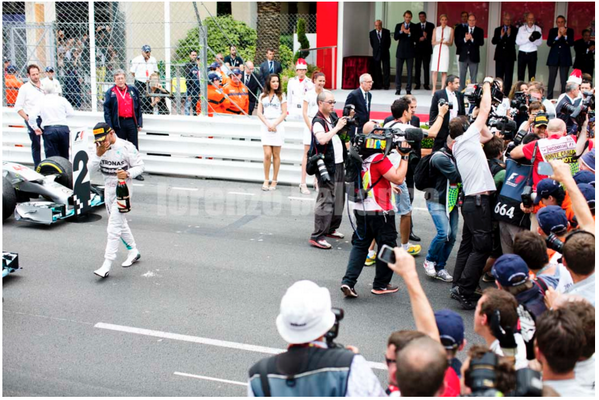 Heaven's above I wish I took this #F1 pic.By some margin THE best photo from #MonacoGP '14.Well done @BellancaLorenzo http://t.co/Viz797Z4w0