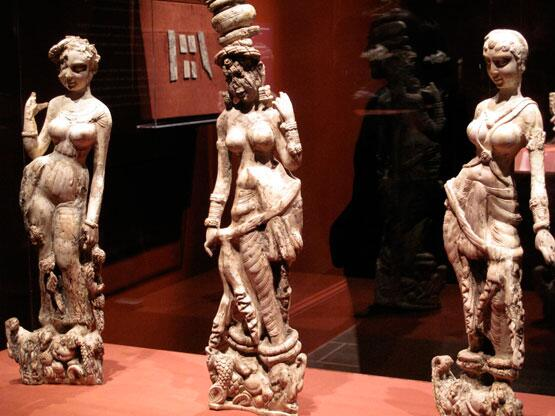 Three sensual 1st c. ivory figures from Begram, Afghanistan. Looted from the Kabul museum and eventually recovered. http://t.co/NS8X9gdJ1Z