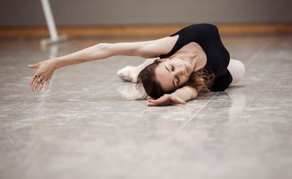 Stretch it out—it's Sunday! Warming up with @balletrusse: http://t.co/2SXIfemmi7 http://t.co/sMtUj1SQfu