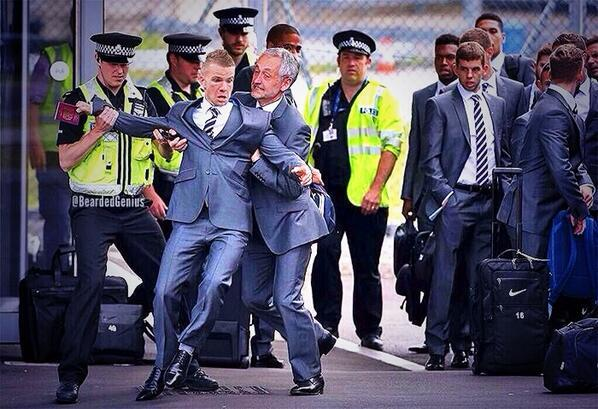 BpDnXo9CQAAcCqy Funny pic of Man Uniteds Tom Cleverley attempting to board England plane goes viral [Photoshopped]