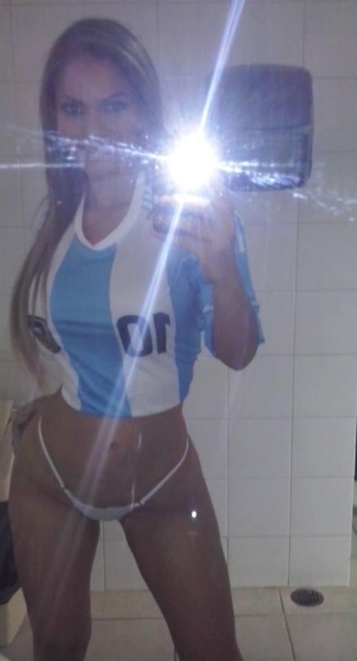 **Dusbeyly** (@Dusbeyly): Sin la minifalda! jajaja @miguel_Sex62 @NenasVzla @Sonnel17 @solobellas123 http://t.co/MHeTrP5fyf