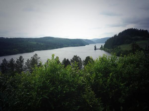 @DerekTheWeather Stunning Lake Vyrnwy earlier.  It was much warmer than it looked :) http://t.co/jJ5WXGVTsl
