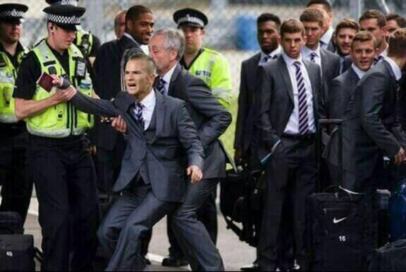 BpDzFTICAAE3SEl Funny pic of Man Uniteds Tom Cleverley attempting to board England plane goes viral [Photoshopped]