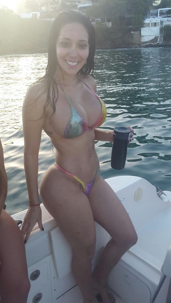 carolina petkoff (@FansCaroPetkoff): Margarita @VecinaBellas @VecinaBellax @VecinoVip http://t.co/UQmrNvcQRd