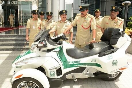 Dubai Police introduce new luxury motorcycles to fleet http://t.co/dgiH61RYa4 http://t.co/ZiqtEO1IKg