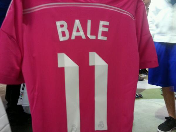 BpJ5Hi IUAALA80 Real Madrid stars officially unveil their new kits, including a bright pink away kit [Pictures]