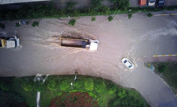 """Al sana """"Kanal İstanbul""""...  Fotoğraf: @EMRAHKIRIMLI eline sağlık http://t.co/fMmIHOVBm1"""