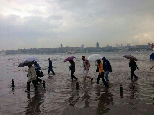yeri gelirse deniz üstünde yürümeyi de öğrenen bir milletin evladıyız. http://t.co/NgOJyb9Npz