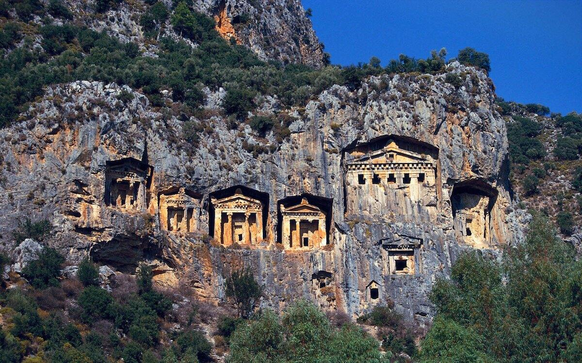 Lycian tombs shaped like Hellenistic temples. Cut into cliff face near the ancient port of Kaunos, Turkey. 400BC http://t.co/ePtWVtdM02