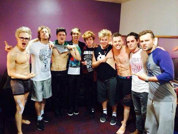 EPIC SHOW DUBLIN!! Can't thank @mcbusted enough for having us on this tour http://t.co/jA1nJLPTWA