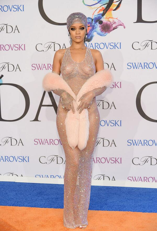 .@rihanna and more in our #CFDAAWARDS Best-Dressed: http://t.co/LveOJpWYR2 http://t.co/25tf0THfEi