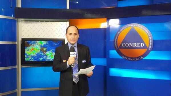Convertido en La Depresión Tropical 2E ubicada entre Guatemala y México, mañana podría ser tormenta. @Noti7Guatemala http://t.co/Fhf3dOhPpZ