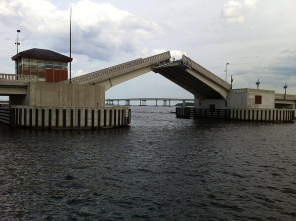 New Bern NC Draw Bridge http://t.co/WLu9tjPA90