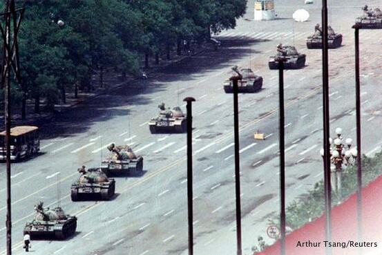 A look at some of the other 'Tank Man' photographs: http://t.co/N7NJ8tsg7U #TAM25 http://t.co/aaOlEnNCHw