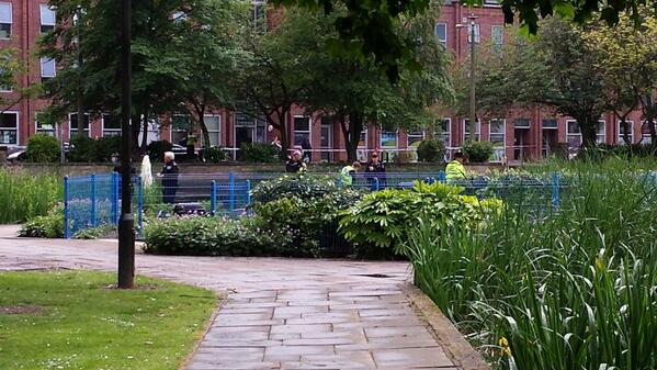 A body has been found in a pond in Queens Gardens in Hull city-centre. Police on scene. http://t.co/Pj2MrSiSBL http://t.co/u0P2Z2RqDJ