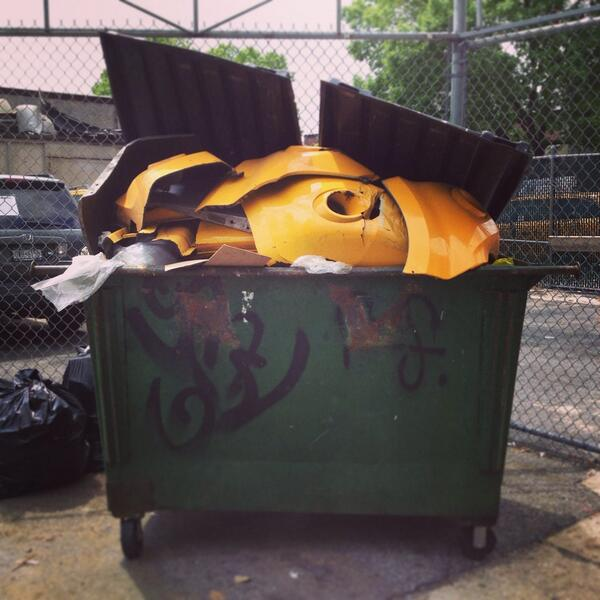 Someone threw out their cab. http://t.co/l5d7PhhoSY