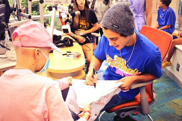 All that we could say was 'MMM Yeah' when @AustinMahone stopped by for an afternoon of fun with our patients! http://t.co/cKrhQIkJof