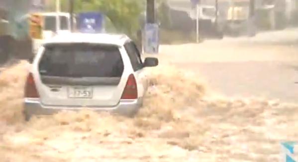 九州で大雨、宮崎では1752世帯に避難勧告 http://t.co/LIhVuhKLtf http://t.co/Haqc32lBe6