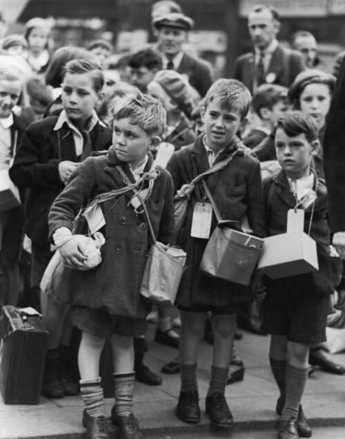 Children being evacuated out of London during the outbreak of World War II, 1939. Photograph by William Vandivert. http://t.co/47uB5sxJCC